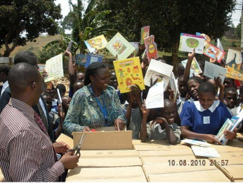 Opening the boxes of books with children 2010